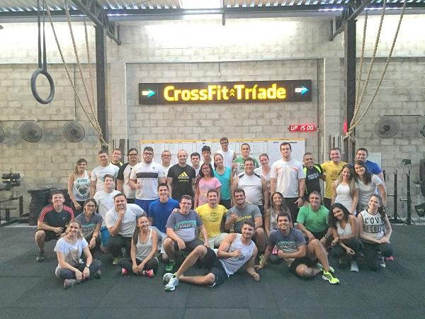 Grupo de alunos participando de Workshop de CrossFit, em setembro de 2015.